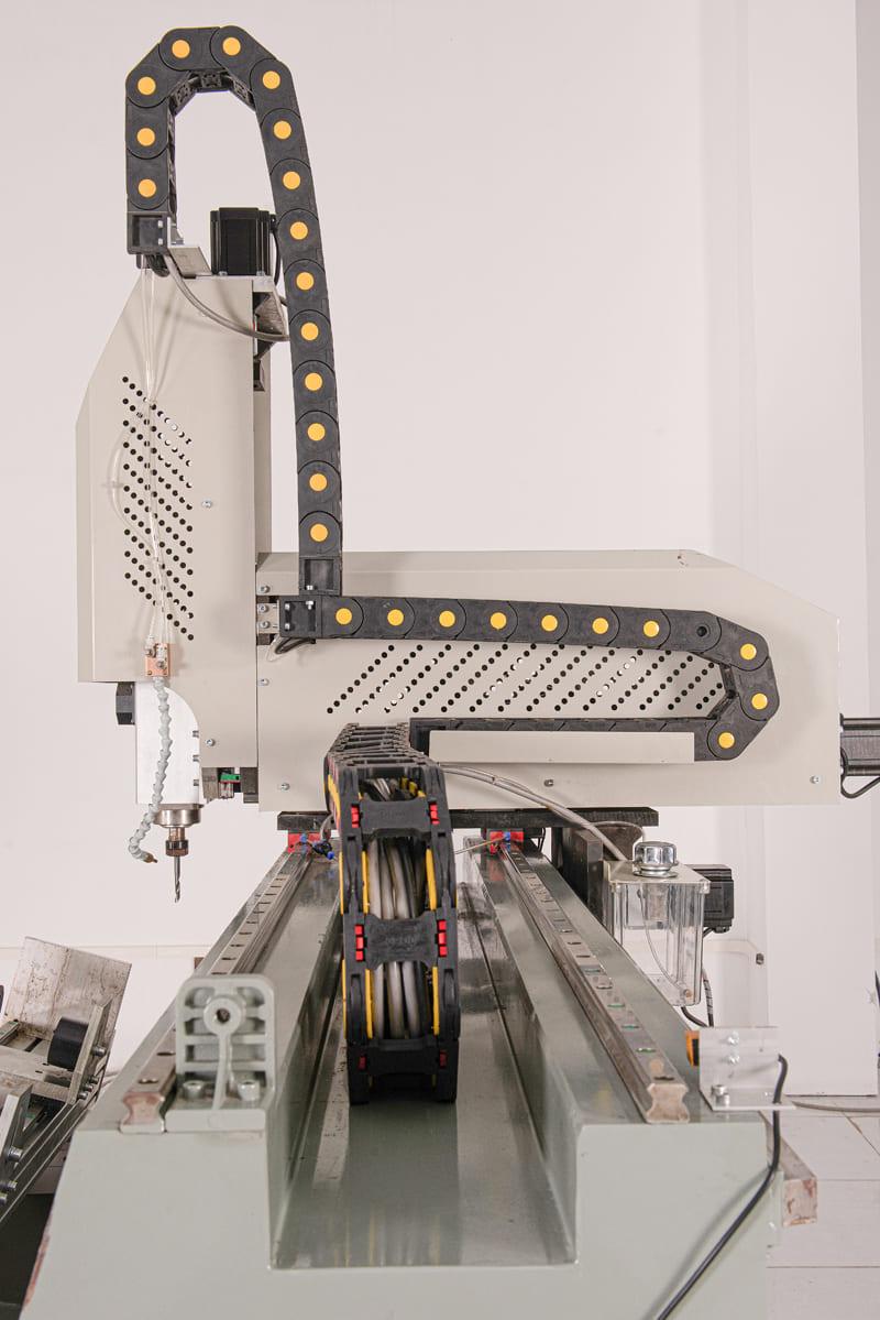 Khung bệ máy được thiết kế bằng thép không gỉ đảm bảo thời gian sử dụng máy được lâu bền