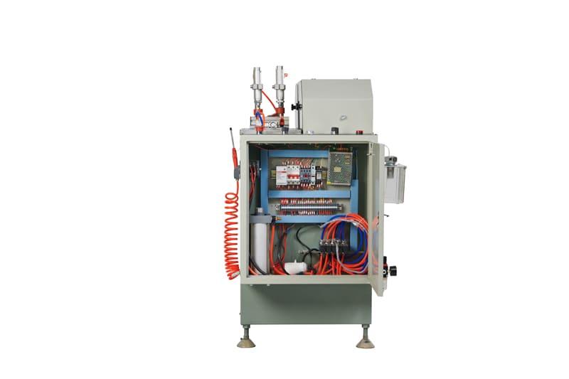 Hệ thống điện cao cấp và piston dầu chống giật.